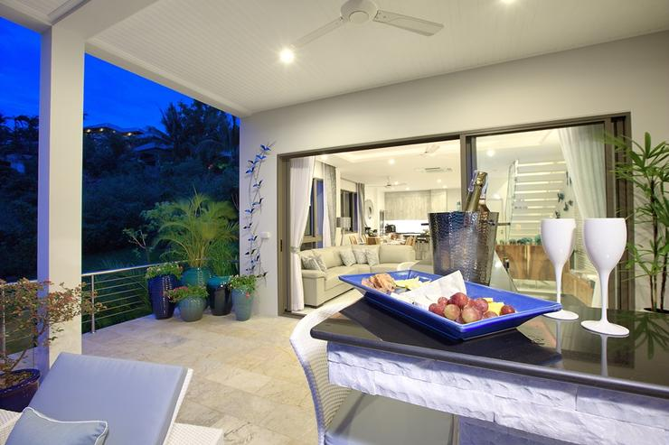 Shades of Blue - Poolside bar and loungers - sit back and relax