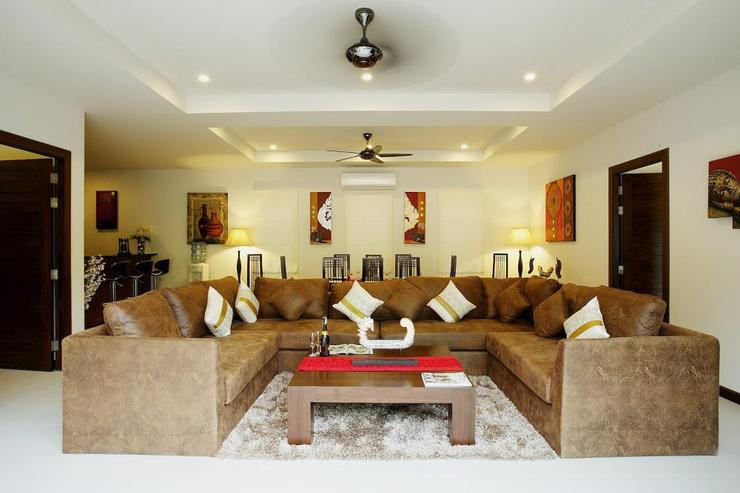 Topaz Villa - Spacious living room with large, comfortable sofa