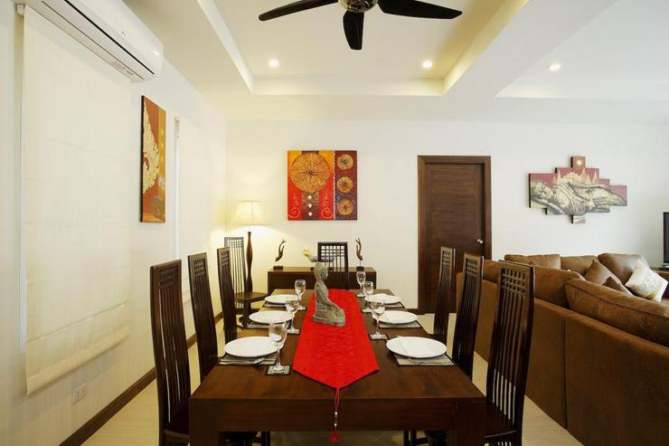 Topaz Villa - Open plan dining room, with teak table comfortably seating 8 guests