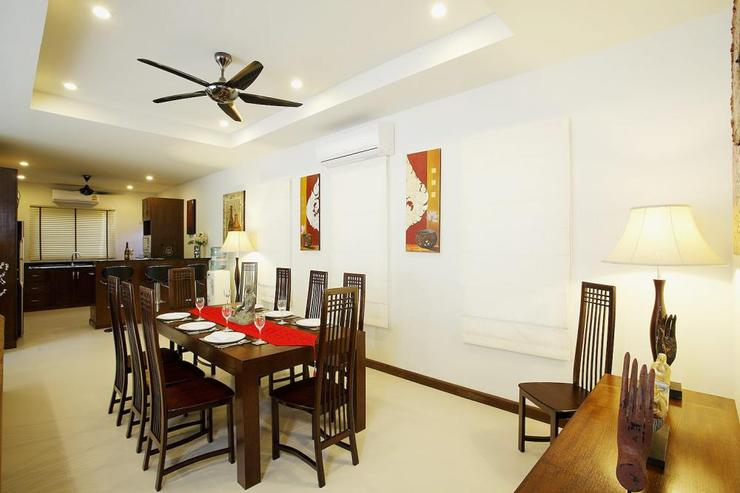 Topaz Villa - Spacious dining area, adjacent to the Western-style kitchen