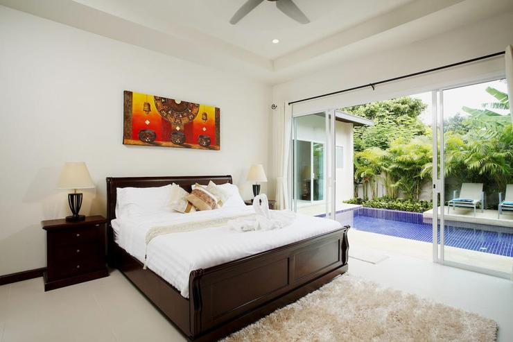 Topaz Villa - Bedroom 2 with king size bed, and sliding door access to swimming pool and sundeck