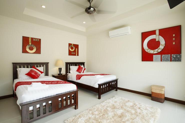 Topaz Villa - Bedroom 5 with 2 single beds, air conditioning and ceiling fan