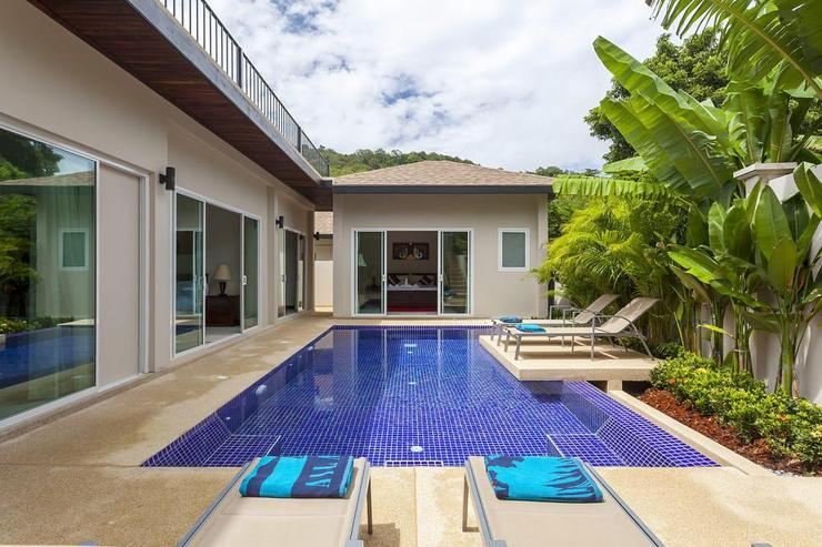Topaz Villa - 8 x 4 metre private swimming pool, with feature sun deck