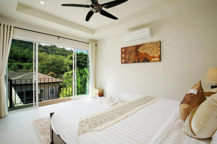 Topaz Villa - Bedroom 3 with large sliding door and open valley views and staircase down to swimming pool and sun deck