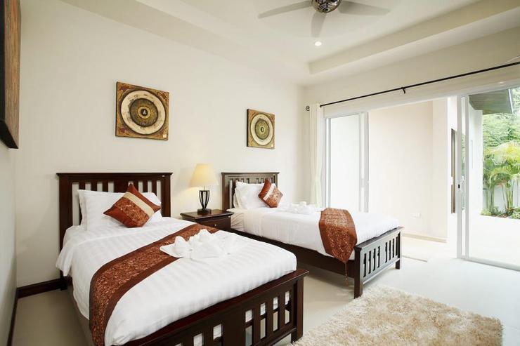 Topaz Villa - Bedroom 4 with 2 single beds, and sliding door access to swimming pool and sundeck