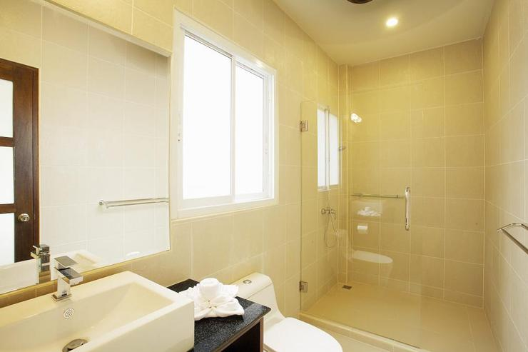Topaz Villa - Family bathroom shared between bedrooms 3 and 5