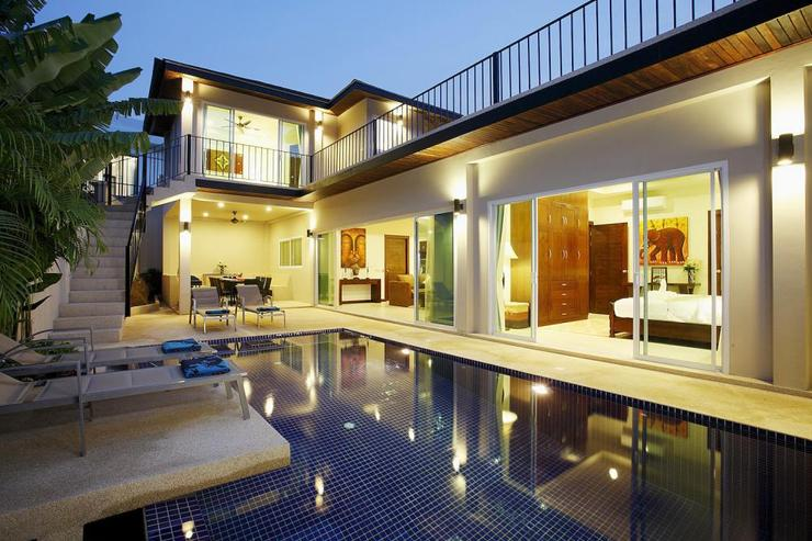 Topaz Villa - Multiple bedrooms open directly onto the sundeck and swimming pool