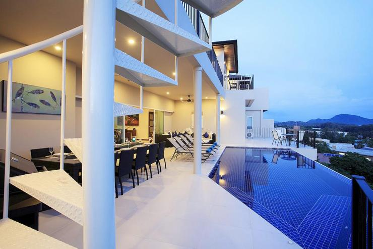 Impressive villa on three floors, with upper and lower sun terrace and infinity edge swimming pool