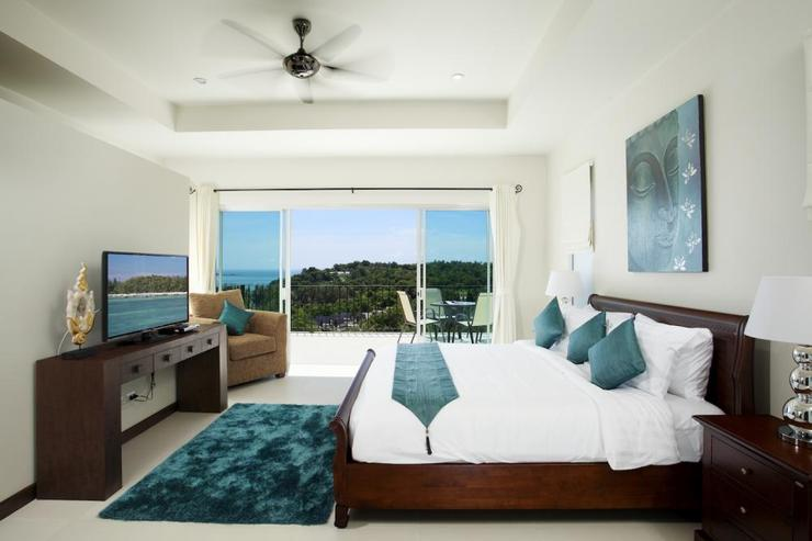 Bedroom 2 with king-size bed, en-suite bathroom, TV, DVD player and cable channels and stunning seaview