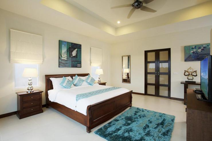 Bedroom 5 with king-size bed, en-suite bathroom, flat screen TV, and seaviews