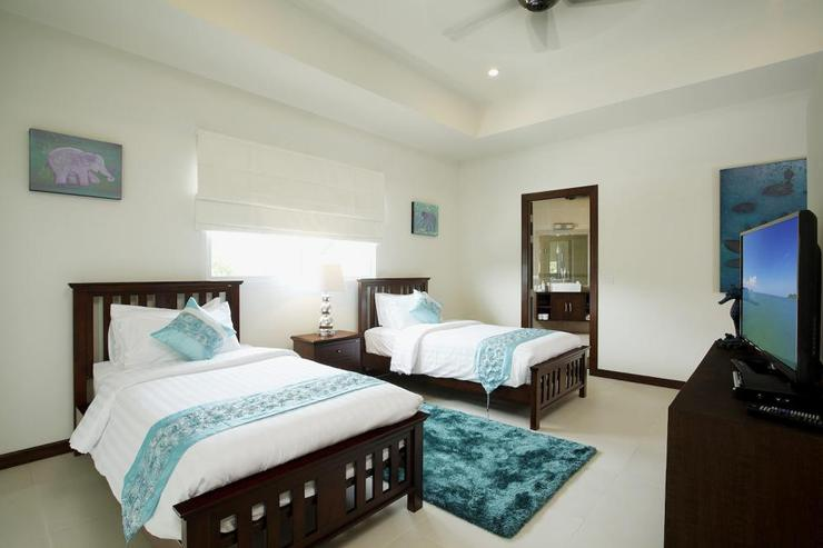 Bedroom 3 with twin single beds, en-suite bathroom, flat screen TV, and sea views