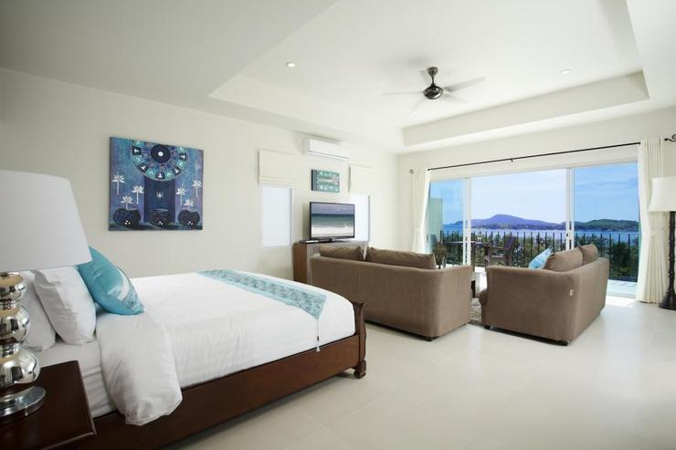 Master bedroom with king size bed, amazing sea views, and en-suite bathroom