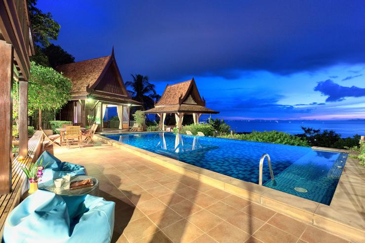 Villa Thai Teak at night - stunning views