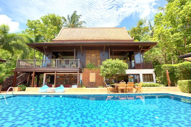 Villa Thai Teak - The main building: poolside with kitchen, lounge, dining and bar areas