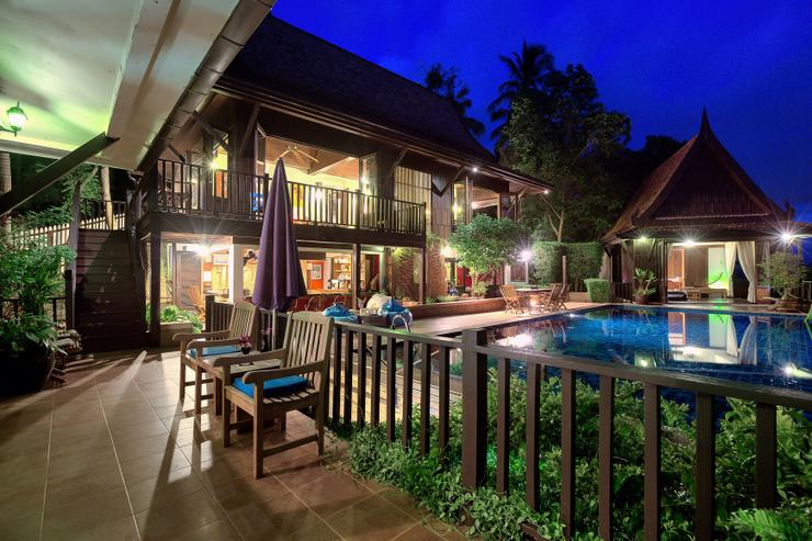 Villa Thai Teak - The villa at night - why not stay in and let our staff cook you a private meal