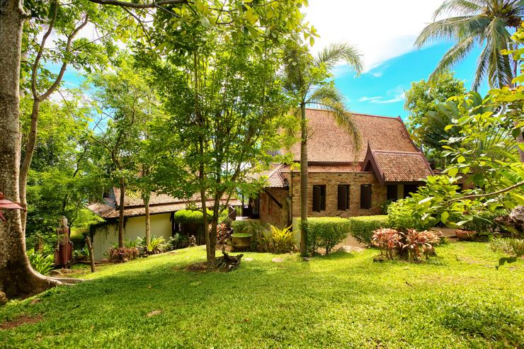 Villa Thai Teak - The landscaped gardens surrounding the property - beautiful