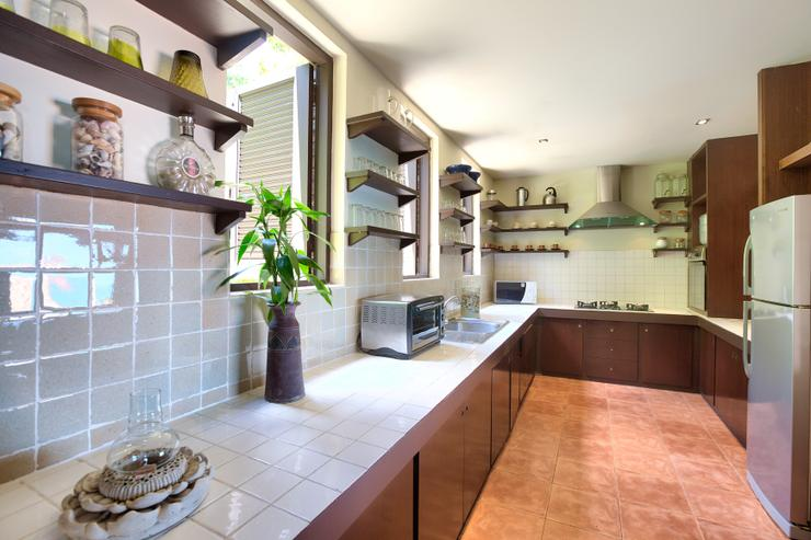 Villa Thai Teak - Spacious European style kitchen with all amenities you would expect