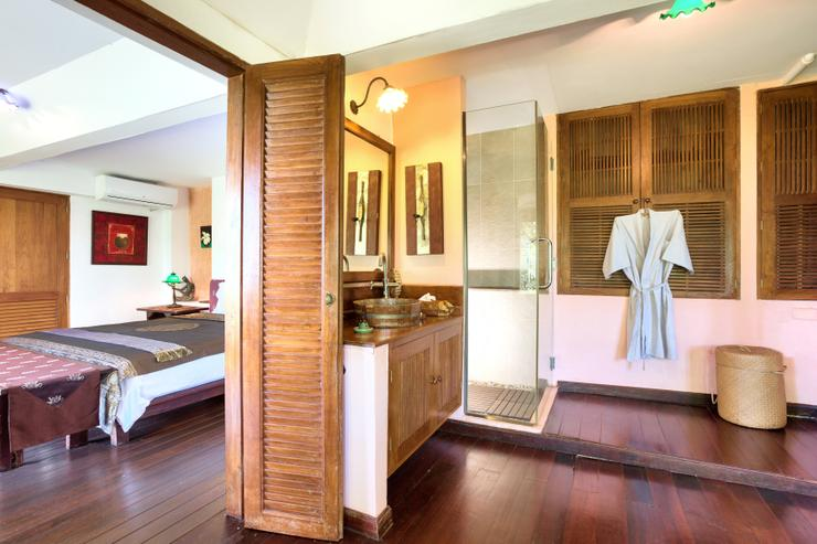 Villa Thai Teak - En-suite Bedroom 3 - spacious with stunning ocean / sunset views