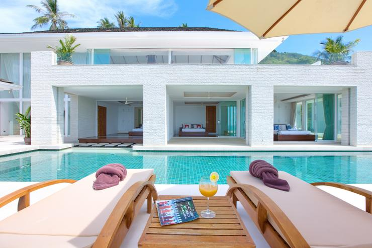 Villa White Tiger - Ample outside seating for sunbathing, relaxing and dining in style