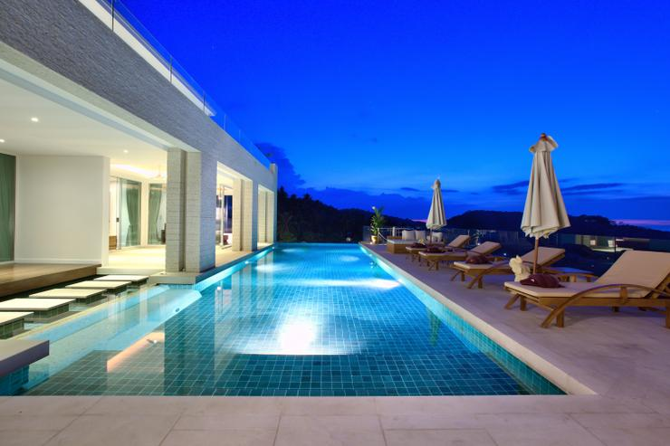 Villa White Tiger - 16m Pool at night: stunning