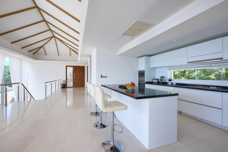 Villa White Tiger - Stunning Kitchen area with Island breakfast bar