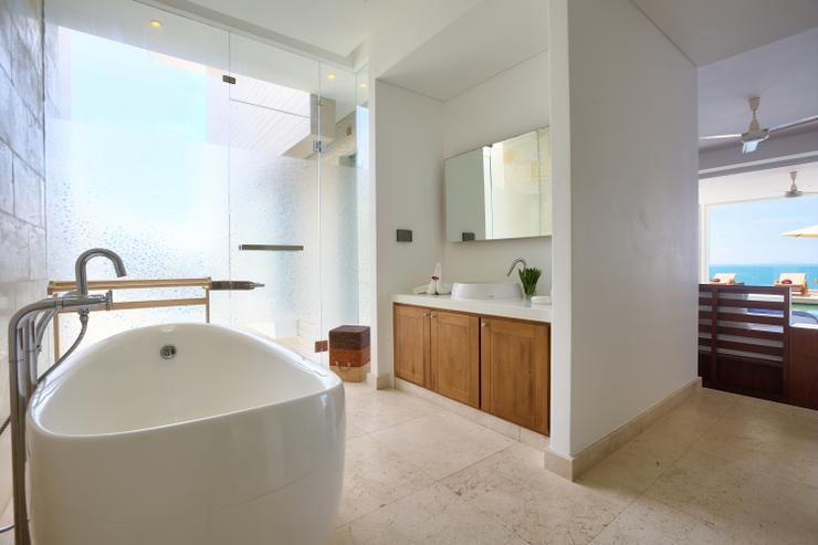 Villa White Tiger - En-suite bathroom 3, tastfully styled and very spacious