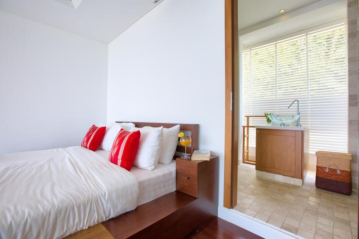 Villa White Tiger - Bedroom 3: en-suite king-sized bedroom with wow factor panoramic ocean-views