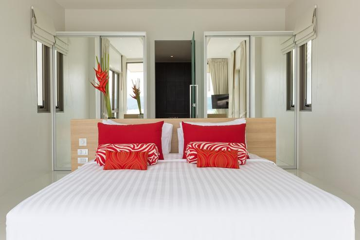Master Bedroom (Red Room)