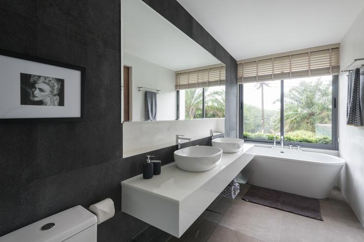 Master Ensuite Bathroom at Pablo