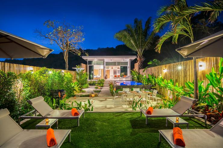 In the evening, the lighting makes the garden and pool sparkle