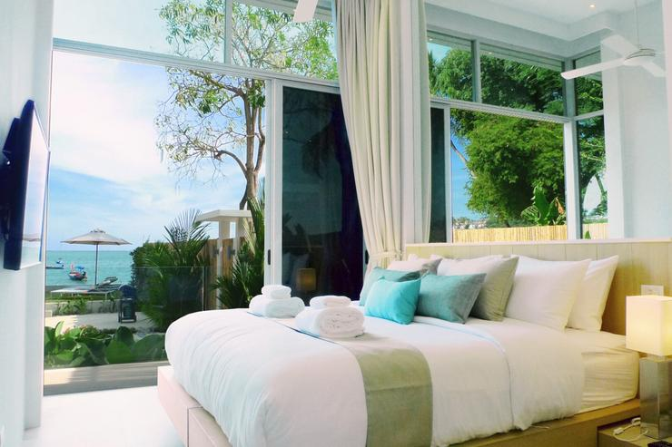 The Beach House - Bedroom 1, with its 4.5 meter ceiling height enjoys gorgeous views over the gardens and the sea.