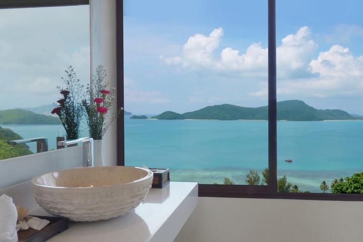 Baan Chirawan - Not many bathrooms in the world offer you such outstanding views, complimented with hand carved marble sinks, and luxury toiletries.