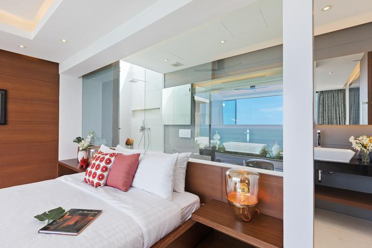 Villa Veasna - The master bedroom with king-size bed and a generous en-suite bathroom