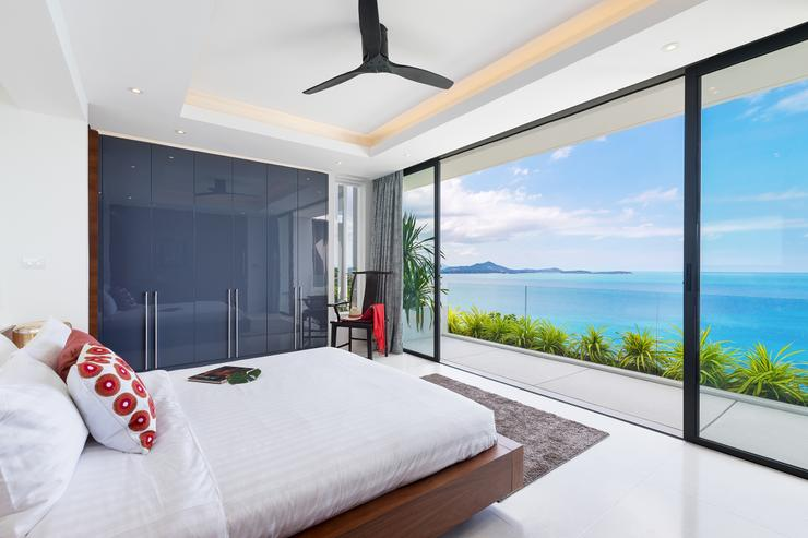 Villa Veasna - Villa Veasna - The master bedroom with the Chaweng Bay and the Gulf of Siam on panoramic display