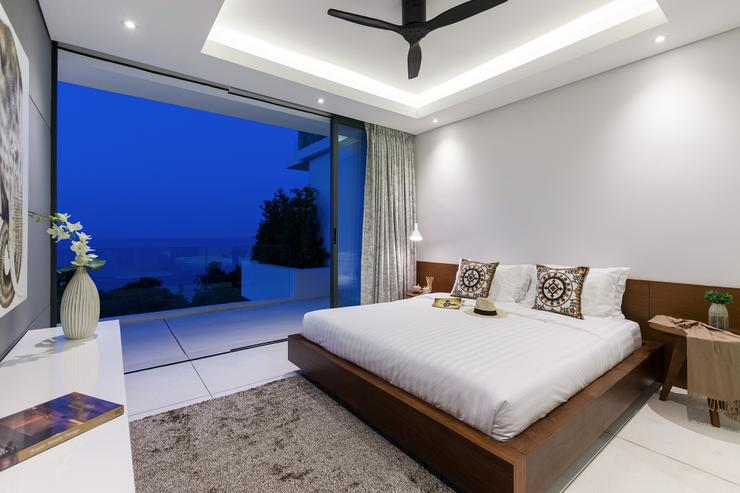 Villa Veasna - Guest bedroom opens on a large balcony