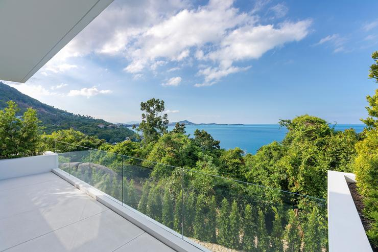 Villa Veasna  - Guest bedroom overlooking the lush natural landscape and ocean view