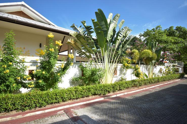 Banyan Villa 4 - Approach